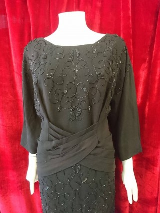 So unusual 1940's fully beaded crepe dress in size 16/18! Perfect condition and flattering shap!