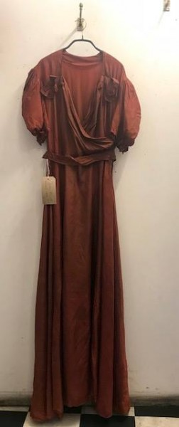 1930's bronze beauty. Uk size 10/12. Fabulous floor length with a beautiful big bow at the back!